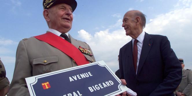Le général Bigeard et l'ex-président de la République Valéry Giscard d'Estaing, en juin 1999, à Toulon.