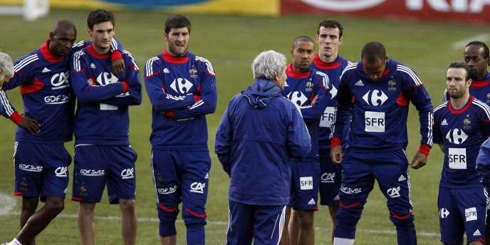 Raymond Domenech fait face à ses joueurs au lendemain de la défaite des Bleus face au Mexique