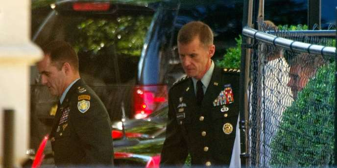 Le général McChrystal lors de son arrivée à la Maison Blanche pour un entretien avec Barack Obama, le 23 juin 2010.