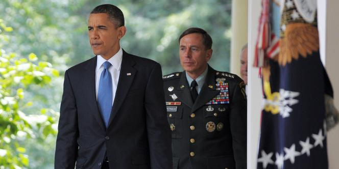 David Petraeus, partisan d'un durcissement de la guerre, a été désavoué par Barack Obama : le président américain a annoncé en juin le retrait, d'ici à l'été 2012, de 30 000 hommes.