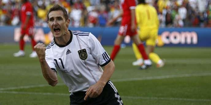 Miroslav Klose pourrait revêtir un autre maillot blanc la saison prochaine, du côté de la Canebière.