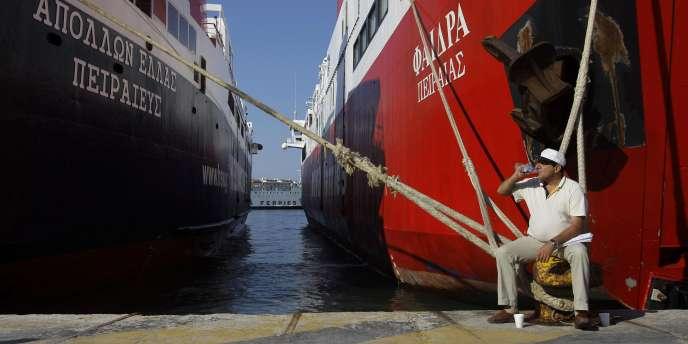 Vue de bateaux amarrés au port du Pirée, concédé par la Grèce à un consortium chinois en 2010. D'ici 2013, l'Etat grec doit également mettre en concession aéroports, ports de plaisance et marinas côtières.