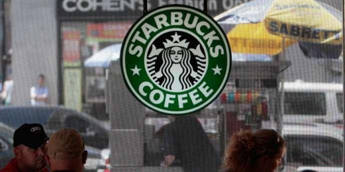 Starbucks s'allie à Danone pour lancer une gamme de yaourts.