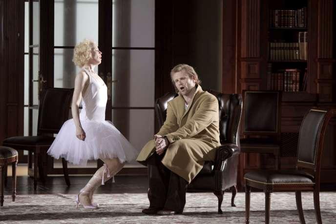 Kerstin Aveno et Bo Skovhus (à droite) dans les rôles de Zerlina et Don Giovanni dans l'opéra de Mozart,