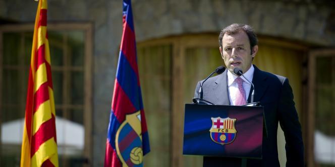Le nouveau président du Barça, Sandro Rosell, près du Camp Nou le 1er juillet.
