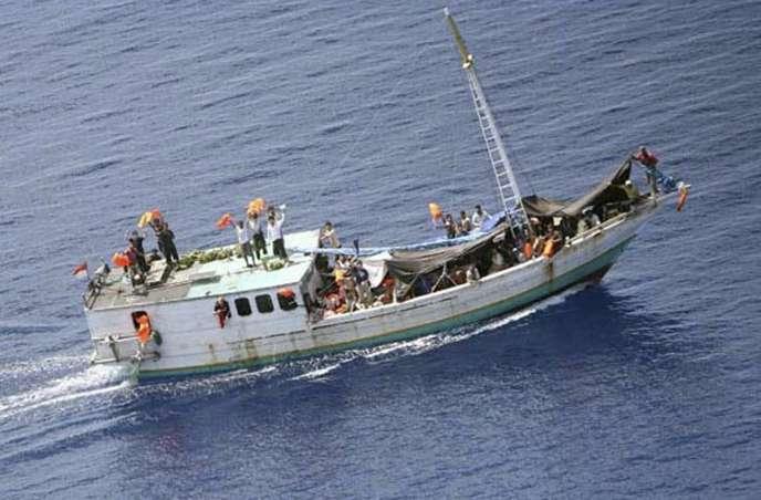 Boat people naviguant dans les eaux australiennes, en septembre 2009