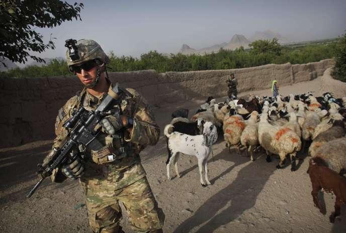 Parachutiste américain en Afghanistan, à proximité de Kandahar, le 7 juillet 2010.