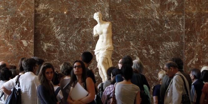 La Vénus de Milo a été restaurée et installée dans une nouvelle salle du musée du Louvre.