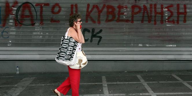 Un graffiti à Athènes réclamant la démission du gouvernement.
