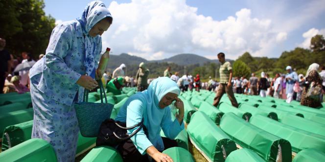 Des dizaines de milliers de personnes ont participé dimanche à la commémoration du 15e anniversaire du massacre de Srebrenica.