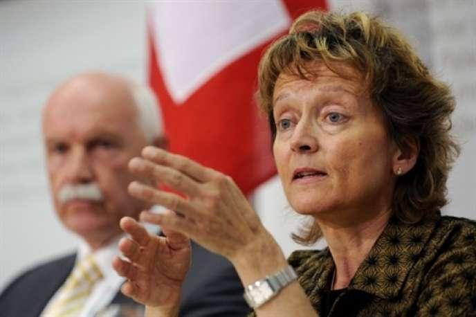 La ministre suisse des finances, Eveline Widmer-Schlumpf, soummettra au Parlement, dès juin, un projet de loi qui permettra aux banques de conclure des accords avec les autorités américaines qui les soupçonnent de complicité d'évasion fiscale.
