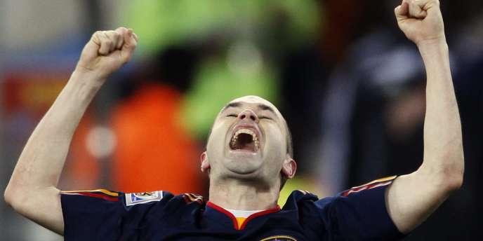 Andres Iniesta exulte après son but décisif en finale de la Coupe du monde 2010. Le joueur du Barça est tout proche de l'attribution du Ballon d'or.