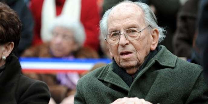 L'ancien résistant Raymond Aubrac est, avec l'historien Jean Favier, la seule personnalité élevée à la dignité de grand-croix.