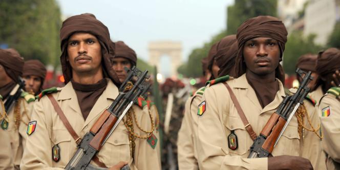 Des troupes maliennes s'entraînent à descendre les Champs-Elysées, lundi 12 juillet, avant le défilé officiel, mercredi.