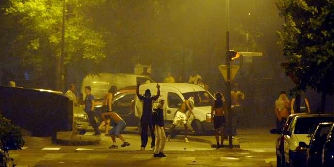 Dans le quartier de la Villeneuve à Grenoble, le 17 juillet 2010, deux jours après la mort de Karim Boudouda.