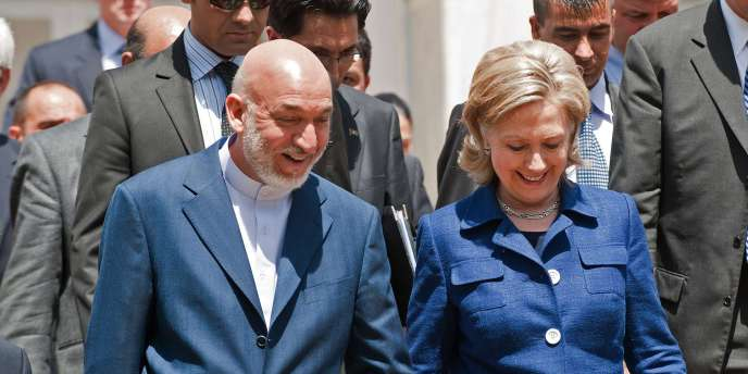 Le président Karzaï et la secrétaire d'Etat américaine Hillary Clinton, mardi 20 juillet à Kaboul.