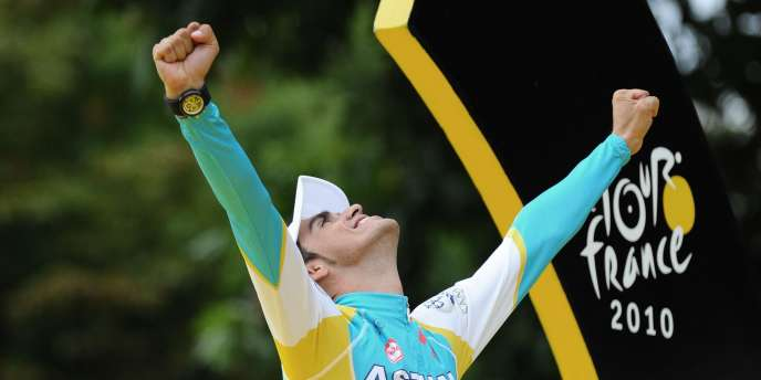 Alberto Contador, le 25 juillet sur le podium du Tour de France.