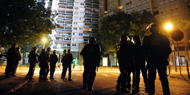 En juillet 2010, la mort de Karim Boudouda avait provoqué trois nuits de violences urbaines dans le quartier de la Villeneuve, à Grenoble.