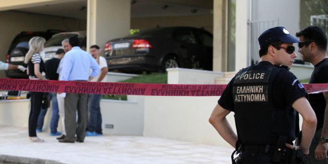 Le journaliste Sokratis Giolias a été tué de plusieurs balles à bout portant devant son domicile, près d'Athènes, par les membres de Secte rebelle.