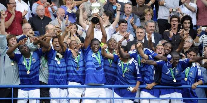 Les jeunes tricolores remportent le championnat d'Europe des moins de 19 ans, le 30 juillet 2010, à Caen.