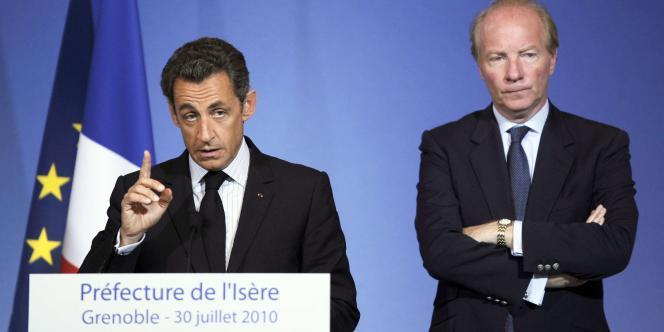 Le président de la République, Nicolas Sarkozy, et Brice Hortefeux, ministre de l'intérieur, le 30 juillet 2010 à la préfecture de l'Isère, à Grenoble.