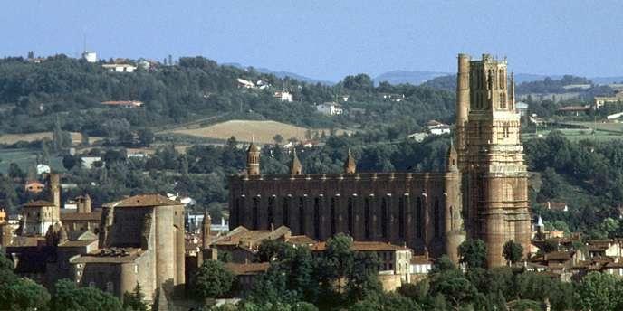 La Cité épiscopale d'Albi est un ensemble urbain construit en terre cuite autour de la cathédrale Sainte-Cécile, qui a valu au chef-lieu du Tarn son surnom de