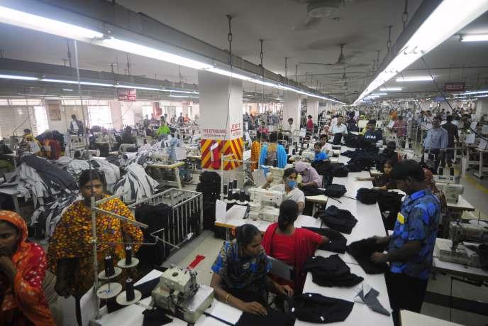 Une usine de textile au Bangladesh, en juin 2010.