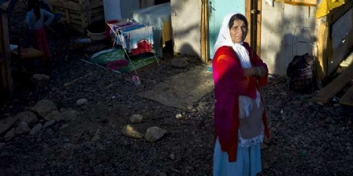 Une femme de la communauté rom dans un camp à Lyon, le 30 juillet 2010.