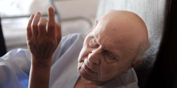 Malvoyant depuis plusieurs années, François Deweille a désormais complètement perdu la vue du fait de ses conditions de vie.