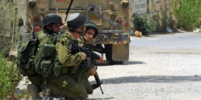 Soldats israéliens à la frontière avec le Liban, en août 2010.