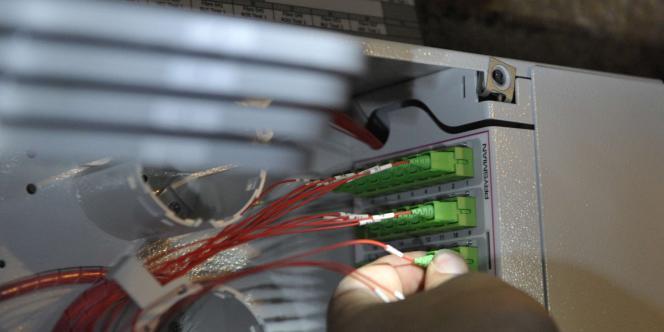 Installation de la fibre optique dans un appartement parisien.