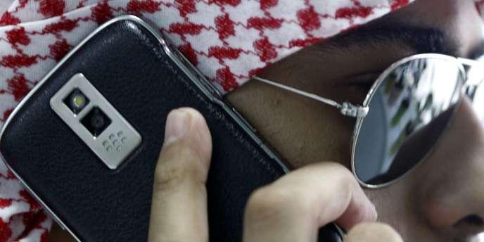 Le smartphone prisé des hommes d'affaires a un niveau de cryptage des données qui rend très difficile la surveillance de leurs utilisateurs.