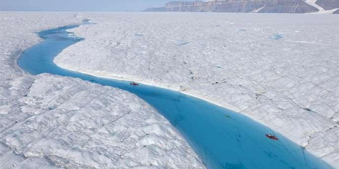 Vue du glacier Petermann d'où s'est détachée l'immense plaque de glace.