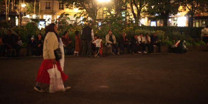 Au lendemain de leur expulsion, une trentaine de Roms s'apprêtaient samedi soir à dormir place de l'Hôtel-de-Ville à Saint-Etienne. Une centaine d'autres auraient trouvé une place dans d'autres squats.