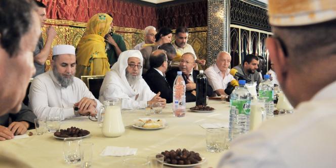Dalil Boubakeur célèbre le début du ramadan, le 10 août 2010, à la Grande Mosquée de Paris.