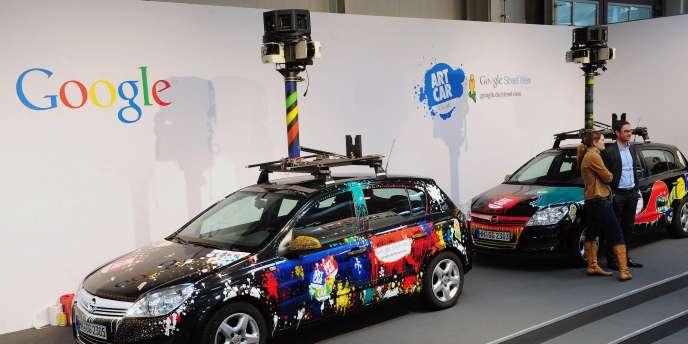 Des voitures Street View, équipées de caméras à 360°.