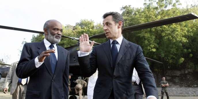 Nicolas Sarkozy en visite à Haïti le 17 février 2010.