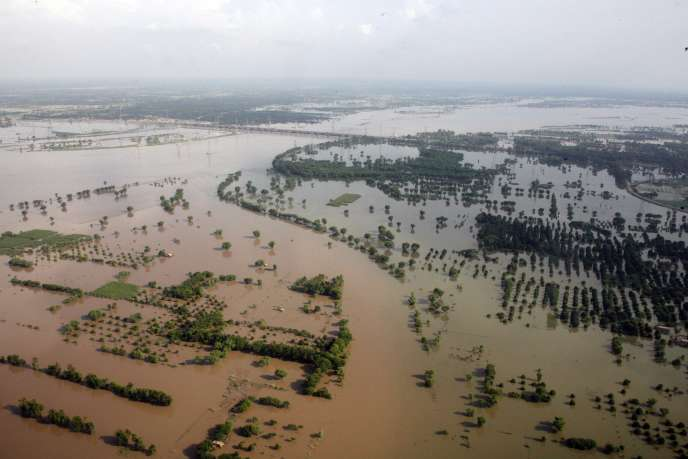 La conjonction d'événements extrêmes, comme les inondations au Pakistan, conduit à se demander, s'il faut voir dans ces calamités la conséquence du changement climatique.