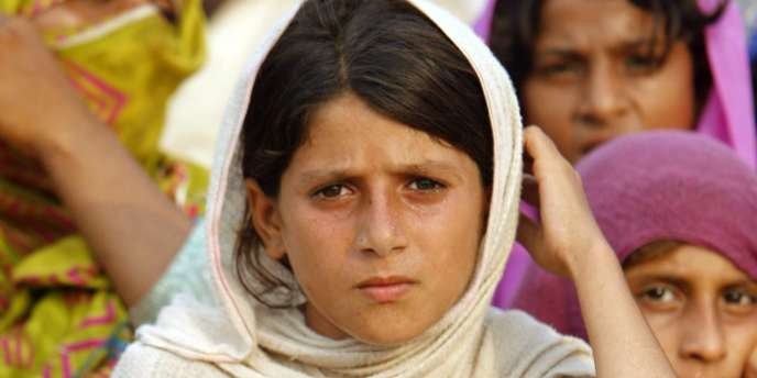 Des jeunes filles d'un camp de réfugiés du Punjab, le 15 août 2010. Selon l'ONU, les populations les plus jeunes sont particulièrement vulnérables aux épidémies pouvant frapper les provinces du Pakistan ravagées par les inondations.