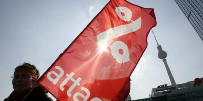 L'association Attac fait partie de ce collectif qui compte aussi la fondation Copernic, Droit au logement et plusieurs syndicats.