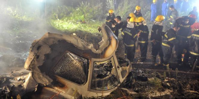Un avion de la compagnie chinoise Henan Airlines a pris feu en ratant son atterrissage mardi 24 août. Quarante-deux personnes sont mortes.