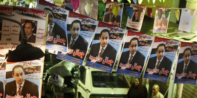 Au Caire, des affiches à la gloire de Gamal Moubarak, le fils de l'actuel président égyptien, qui pourrait briguer la succession de son père en 2011.