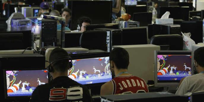 Des joueurs en réseaux, fin juillet, à Valence en Espagne.