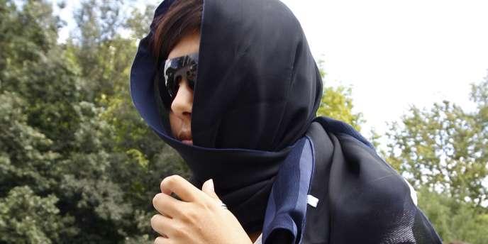 Une femme se rend au meeting organisé par Kadhafi à Rome, le 30 août.