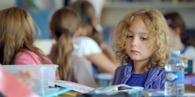 Une écolière à Strasbourg le jour de la rentrée scolaire, le 2 septembre 2010.