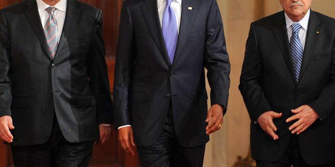 Le premier ministre israélien, Benyamin Nétanyahou, le président américain, Barack Obama, et le président de l'Autorité palestinienne, Mahmoud Abbas, à Washington, le 1er septembre 2010.