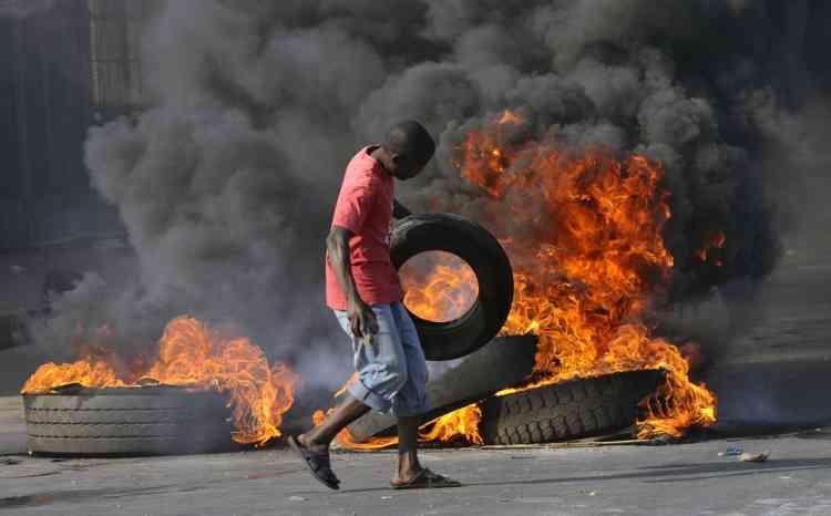 Au total treize personnes ont été tuées et 443 blessées depuis mercredi dans les émeutes contre la vie chère à Maputo, a annoncé lundi 6 septembre le gouvernement mozambicain.