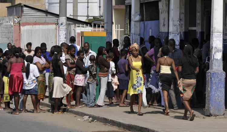 Un total de dix personnes ont été tuées et 443 blessées depuis mercredi dans les émeutes contre la vie chère à Maputo, a annoncé vendredi 3 septembre le ministre mozambicain de la Santé, Ivo Garrido.