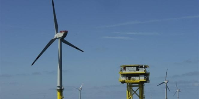 Champ d'éoliennes près de l'île de Borkum en Allemagne.