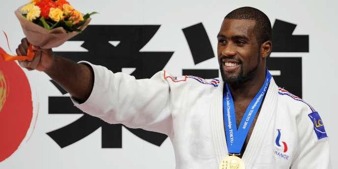 Teddy Riner accroche une nouvelle médaille d'or lors d'un tournoi mondial, jeudi à Tokyo.
